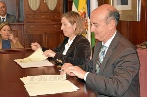 20160330 Ministra Fomento firma acuerdo Lepe