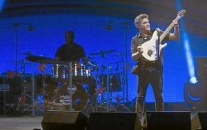 Imagen del cantante Alejandro Sanz durante el primer concierto de su gira en Córdoba.