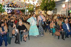 (La caseta de San José albergó mucho público que no quiso perderse el acto de coronación de la 'Fallera Mayor Infantil')