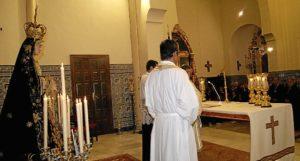 Imagen de la Virgen de los Dolores en el Altar