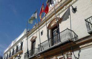 Balcón del Ayuntamiento de Ayamonte, donde se arrió la bandera de la UE hace unos días en protesta por el acuerdo de la Unión Europea con Turquía para expulsar inmigrantes.