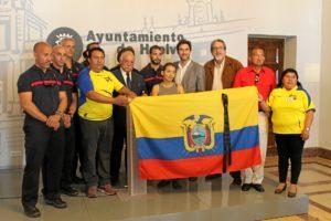 26.4.16 Recibimiento Bomberos Ecuador
