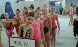 Gimnastas del Club Gimnasia Rítmica Huelva en Chiclana.