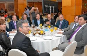 Alcalde de Huelva, rector o presidentes de la FOE y de la Cámara, entre otros, han acudido a la conferencia. (Foto: HuelvaYa)