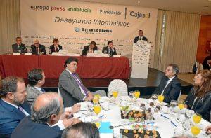 Un momento de la intervención del presidente de la Diputación en un acto que estaba completamente abarrotado. (Foto: HuelvaYa)