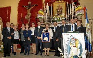 La Alcaldesa con los mimebros de las Hermandades de Isla Cristina y Lepe