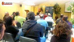 Antonio Manuel Infantes presenta en Zalamea 'Abril sobre rojo inmolado' (2)