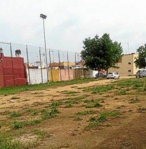 Descampado junto a campo de futbol de Las Colonias