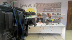 Isabel Lancha y Rafael Sanchez Rufo en la Sede de IU Huelva