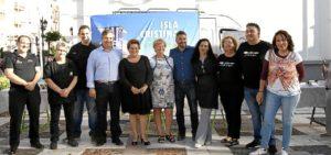 La Alcaldesa y el resto de autoridades con los restauradores que han participado en la MasterClass de inauguracion de esta Ruta