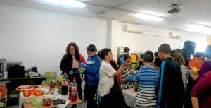 La concejala de Adicciones, junto a un grupo de alumnos y alumnas participantes