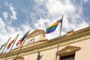 izada bandera orgullo gay-2