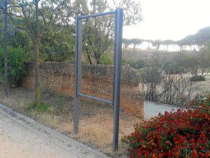 rompen cartel memoria historia en parque moret huelva 0003