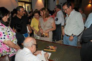 Firma de ejemplares del libro