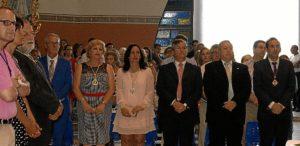 Las autoridades junto a los representantes de la Pro Hermandad y dle Consejo, ayer en la Misa (1)