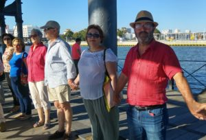 Pedro Jimenez en la cadena humana de apoyo a los refugiados en Huelva