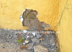 Imagen de la página web www.pagina3huelva.com en la que se aprecian los daños que produjo el 'petardo'.