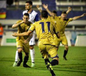 Bonaque celebrando el gol del Recreativo. (Javier del Camps)