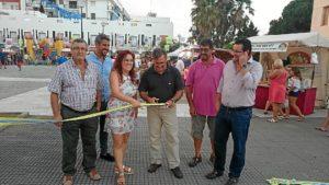 El Primer Teniente de Alcalde procede al corte d ela cinta junto al resto de ediles del Equipo de Gobierno y el geente de la empresa organizadora