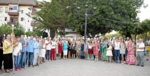 Imagen de las autoridades junto a los representantes de la Hermandades y Asociaciones Religiosas y Parroquiales que participaron en la Ofrenda
