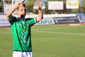 Carlos Fernández celebrando el gol del Villanovense.
