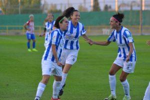 Jugadoras del Cajasol Sporting celebrando el gol de Jenny Benítez.