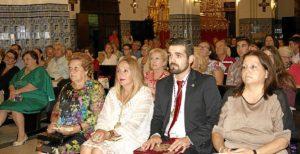 De izquierda a dercha, la Alcaldesa, la presidenta de la Gestoria del Consejo, el Exaltador y su madre