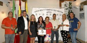 Las autoridades junto a lospatrocinadores, algunos de los premiados y el presidedente de la AFIC