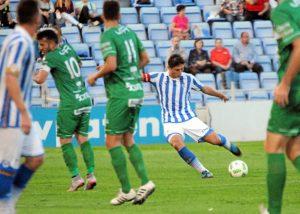 Jesús Vázquez realizando un lanzamiento en largo.