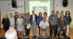 foto de familia, pintora, autoridades y poetas.