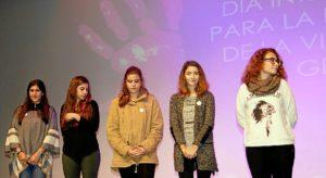 Cinco de las siete particioantes en el certamen literario Safo de Lesbos