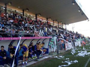 Banquillo del Recreativo en el estadio Romano de Mérida.