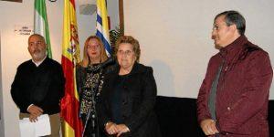Antonia Grao dirige a los presentes unas palabras en presencia del Primer Teniente de Alcalde, la presideta y el secretario de la Gestora