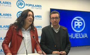 Loles Lopez y Manuel Andres Gonzalez, en rueda de prensa en Huelva (1)