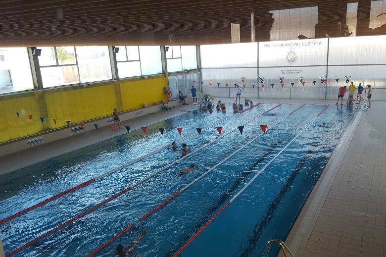 La piscina cubierta de san juan del puerto acoge este for Piscina municipal san roque