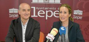Alcalde de Lepe y concejal de playas presentan proyecto para La Antilla
