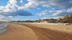 Sacos en la playa de Isla Canela en Ayamonte (3)