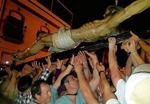 Los Legionarios portaron el Cristo de la Buena Muerte parte del recorrido