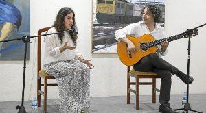 Inma Zarandieta y Carmelo Picon durante la actuacion