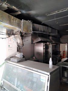 Incendio asador de pollos en Lepe (2)