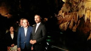 consejero turismo interior gruta.jpg