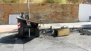 Incendio contenedores en Huelva (2)