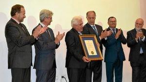 Medalla de Oro para Miguel Palacios (1)