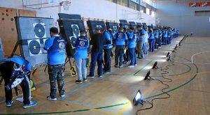 imagen de arqueros recogiendo las flechas