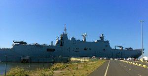 Portaaviones Juan Carlos I en el puerto de Huelva (2)