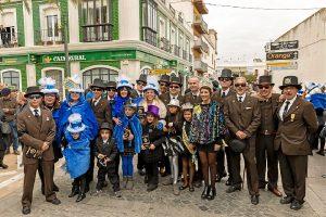 Alcaldesa y Delegada de Festejos, junto a las Reinas y miembros de la Asociación Miércoles de Ceniza