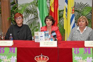 La Concejala, junto a las organizadoras de los actos del 8M