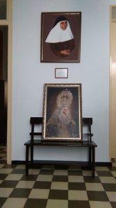 La Victoria entrega a las hermanas de la Cruz un lienzo con la imagen de la Virgen