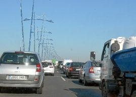 Colisión múltiple en el puente del Odiel provoca grandes retenciones