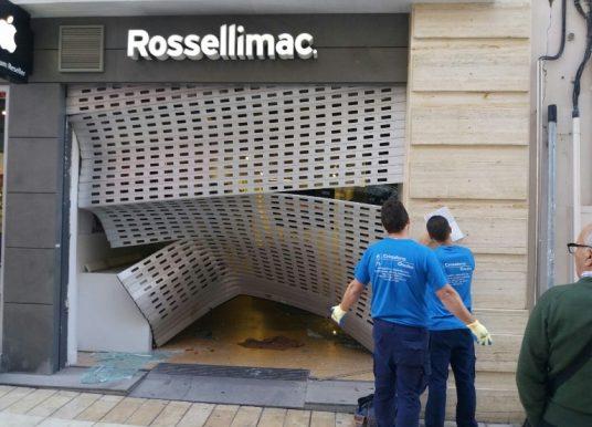 Roban y destrozan una tienda de ordenadores del centro de Huelva